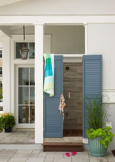 House of Turquoise: 2013 Coastal Living Showhouse | Outdoor shower