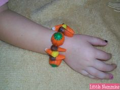 Little Nummies » Kids Edible Craft: Gummi Bracelets edibl craft, kids edible crafts, candy crafts, kid edibl, candi, gummi bracelet