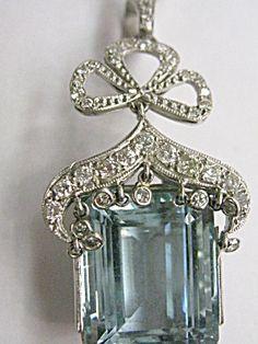 PLATINUM DIAMOND-AQUAMARINE PENDANT