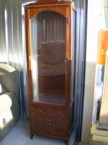 @@@SOLID WOOD CURIO CABINET WITH LIGHT/4 GLASS SHELVES - $120 (SAN ANTONIO AREA)