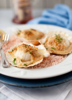 Baked Scallops with Cheese and Wine Sauce