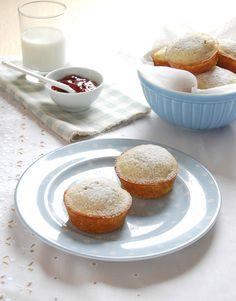 Muffins de amêndoas_  1 ½ xícaras (150g) de farinha de amêndoa-  6 colheres (sopa) - 84g - de manteiga sem sal-1/3 xícara de geléia de framboesa