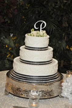 A black and white cake with diamonds is sparkly not dull>> http://my.gactv.com/great-american-weddings/multigallery.esi?soc=pinterest