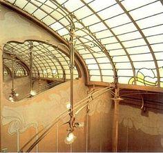 Art nouveau architecture on pinterest art nouveau for Tapisser cage d escalier