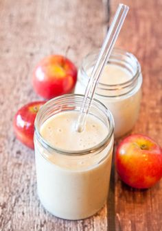 vegan and gluten-free spiced apple pie smoothie. Yummy <3 Delicious