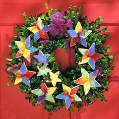 Festive Star Cookie Wreath, from a Midwest Living cover. http://www.midwestliving.com/homes/seasonal-decorating/beautiful-holiday-wreaths/page/30/0