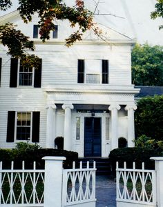 Design Chic = love the white clapboard house and white picket fence