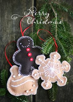 Wonderfully cute little felt Christmas ornaments. #felt #Christmas #ornaments #gingerbread_man #decorations #DIY #crafts #sewing