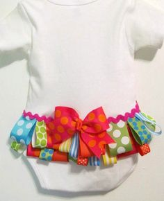 Ruffled buttom, baby girl bodysuit, welcome home baby onesie.. easy diy