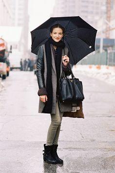 #RobertaCardenio under her umbrella #offduty in NYC. #VanessaJackman