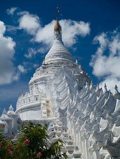 Hsinbyume Paya in Mingun, Mandalay, Myanmar (by Gorka Nelson).