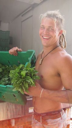 Good Lawd! Look what they are growing on the farm! Pete King of Farm Kings