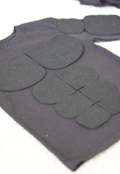 do it yourself divas: DIY: Superhero Muscle Shirt/ DIY Batman Costume