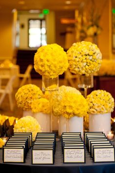 escort card table details pink flowers, yellow flower arrangements, recept, idea, escort cards, place cards, wedding flowers, card displays, boda