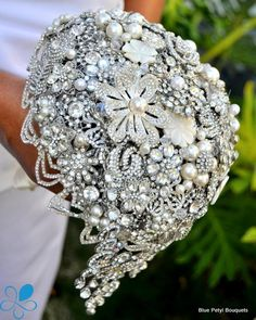 """La Splendida"" Brooch Bouquet by Blue Petyl #wedding #bouquet #broochbouquet #bridal #weddingbouquet"