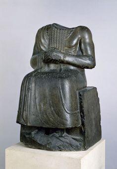 Statue assise d'un prince mésopotamien  Fin du IIIe - début du IIe millénaire avant J.-C.  Diorite  89 H ; 52 LA ; 55.5 EP
