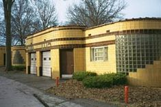 Coral Court Motel, St. Louis, Missouri. Such a sad day when they bulldozed this historic piece of Art Deco architecture!
