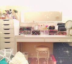 Vanity makeup storage