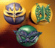 Masquerade mask cupcakes