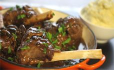 Slow cooker lamb shanks with red wine and mushrooms