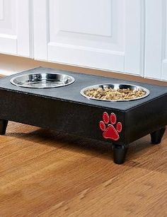 The ideal place for your small breed dog to eat and have a drink, the Houndstooth Pet Feeder is as functional as it is handsome.