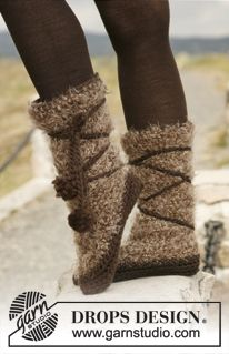 "Crochet DROPS slippers in ""Symphony"" and ""Eskimo"". ~ DROPS Design"