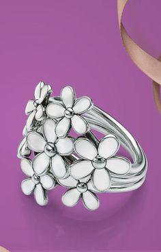 White Daisies Ring