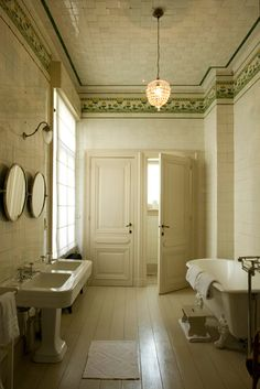Love this double sink and the mirrors.  #bathroom #interior