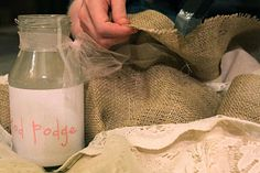do it yourself divas: DIY: Burlap and Lace Christmas Tree Skirt - mod podge the edge of burlap to prevent fraying... also gives you a tutorial on how to make an outline for a tree skirt