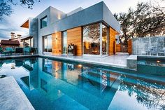 Architecture / In this designer house, the water is bluer than the sky.