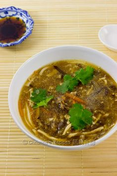 Hot and Sour Soup (酸辣湯) (Recipe in English)