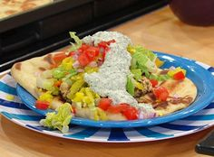 CHICKEN SOUVLAKI & TZATZIKI SAUCE ON GARLIC NAAN: By Rachael Ray