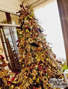Elegant Christmas Tree- Great for a formal dining room. Decorate with neutrals and pops of color and then spice it up with your favorite animal print! Learn more at http://www.showmedecorating.com/blogs/news/15116005-show-me-a-christmas-tree-home-tour