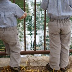 Kid pants with Mock Fly and Pockets - Melly Sews