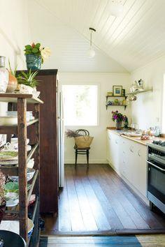 open shelves, byron bay, cozy kitchen, hous, wood shelves