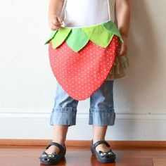 Make a sweet strawberry bag with this free pattern!