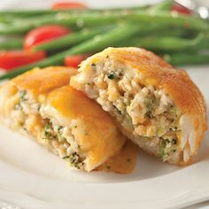 The mild ocean flavors of orange roughy are elevated with a unique and delicate stuffing, featuring a blend of five different cheeses and garden fresh broccoli. This dish is light yet surprisingly rich. Four 6 oz. servings.