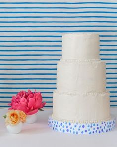 While Blake created the backdrop and decorated the stand, her sister made the chocolate buttercream cake with white chocolate cream cheese frosting