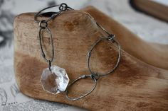 Nice, simple links with crystal stone.