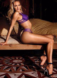 Amazing perfect legs !! Gorgeous. !?