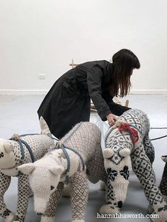 Amazing knitted animal sculptures by Hannah Haworth.http://www.eca.ac.uk/degreeshow2010/showcase.php5?id=490 knit bear, sweaters, craft, art, animals diy, diy sweater, hannah haworth, hannahhaworth, kids toys