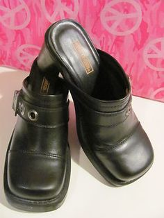 ***ATTENTION***    ALL HARLEY FANS    CHECK OUT THESE AWESOME    HARLEY DAVIDSON    WOMENS BLACK    LEATHER CLOGS    SIZE 6.5M    MINT CONDITION FOR    PREOWNED    VERY CLEAN    3 IN HEEL    SQUARE TOE    CUTE BUCKLE    AWESOME CLOGS    WONDERFUL ADDITION    TO YOUR WARDROBE