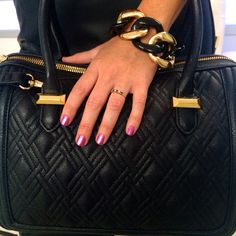 The best way to add final touches to your fall look is a great bag, like this quilted satchel from Snob Essentials. Don't forget the pop of pink mani & bold accessories! @bagsnob