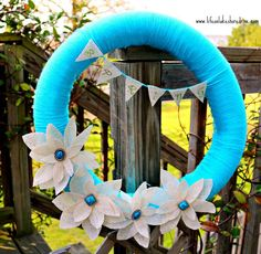 Spring yarn wreath with burlap flowers and bunting tutorial, fabric stiffener, how to, diy spring yarn, pool noodl, burlap flower, wreath obsess, yarn wreaths