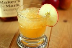 #AppleCider, bourbon and ginger ale make up this lovely #Fall cocktail from @CreativCulinary