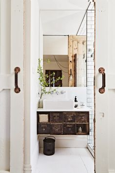 Bright, small bathroom. Great accents