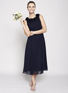 This chic navy bride