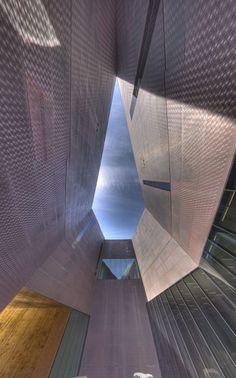 M. H. de Young Memorial Museum, San Francisco, California by  Jacques Herzog, Pierre de Meuron and Fong + Chan Architects