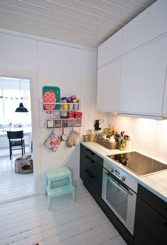 nib utfordr, step stools, fjeldborg, cocina, black kitchens, white, inspir, ikea step, decoración interior