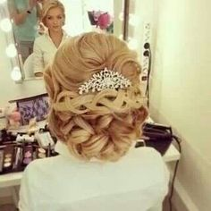 So pretty! It's an amazing hair style that's for sure, just look at it. <3 it!